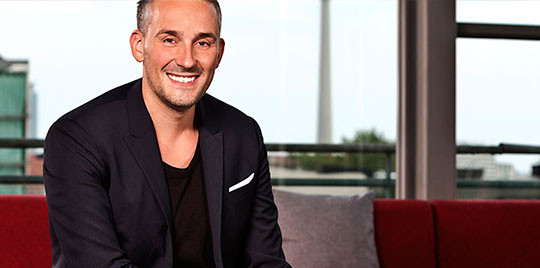 Andreas Winiarski, Gründer und Managing Partner von Rocket Communications, ist Spezialist darin, innovative Tech-Startups in starke Marken zu verwandeln und teilt sein visionäres Know-How mit Dir.