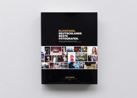 Das BLICKFANG-Jahrbuch 2015/2016 ist da: 200 Fotografen, 656 Seiten, 4,5 kg Bildband.